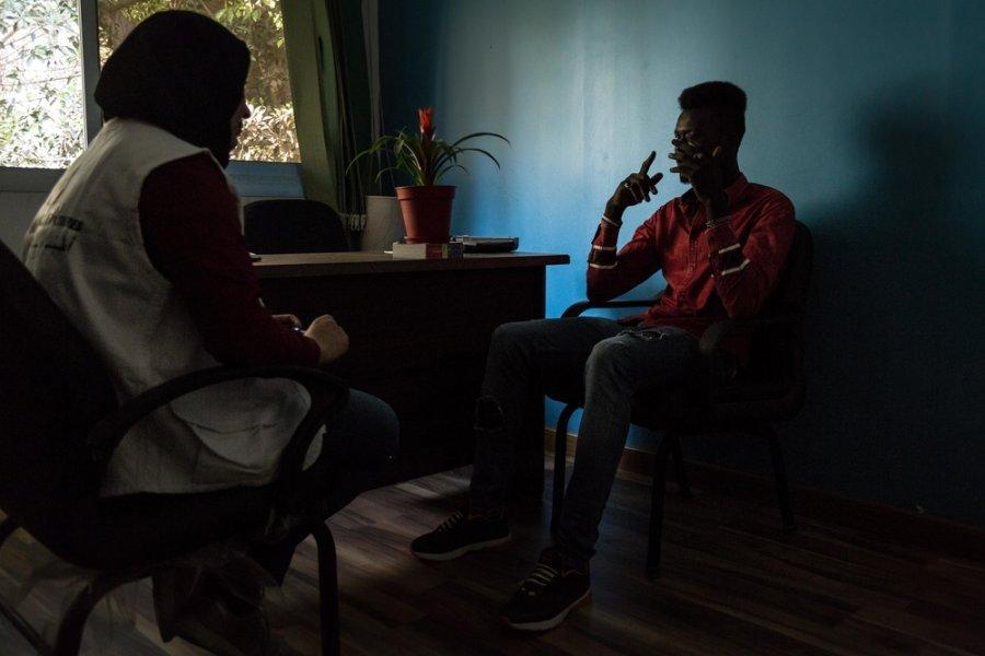 Консультация с пациентом в клинике MSF для мигрантов и беженцев в Каире. Египет, апрель 2018 г.