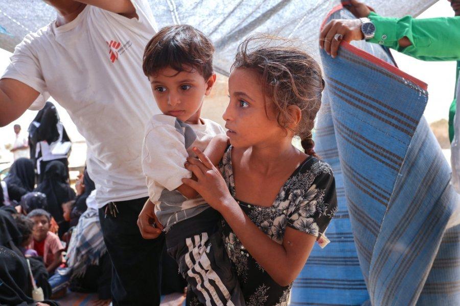 Дети-переселенцы на севере Абса. В этом районе мобильные бригады MSF проводили консультации и вакцинации и направляли пациентов на лечение в местную больницу, работающую при нашей поддержке. Йемен, апрель 2019 г.